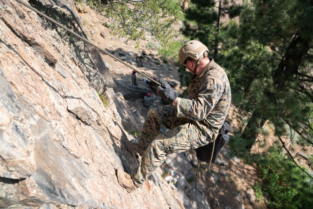 Mountain Leaders Course Students demonstrate rope skills
