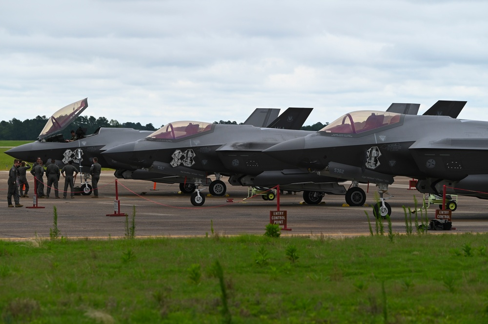 F-35's Stop by Columbus AFB