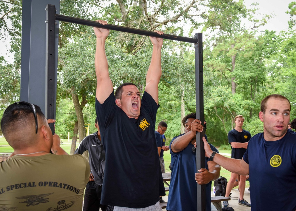 Future Special Warfare Sailor in Houston Competes to Earn Warrior Challenge Contract