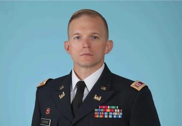 Army Reserve Soldier winner of General Douglas MacArthur Leadership Award