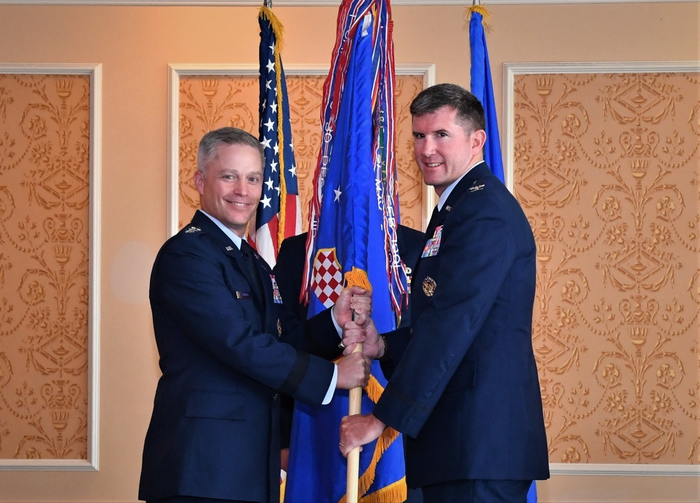 363d ISR Wing welcomes Colonel Mack and his family