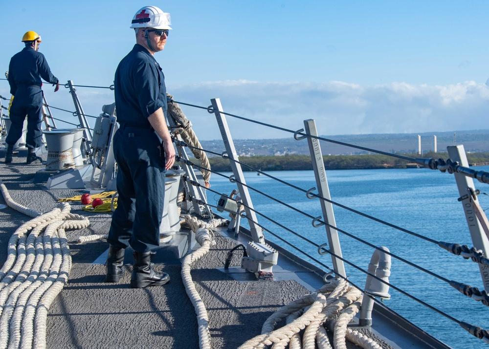 USS Pinckney (DDG 91) is underway in the Pacific Ocean