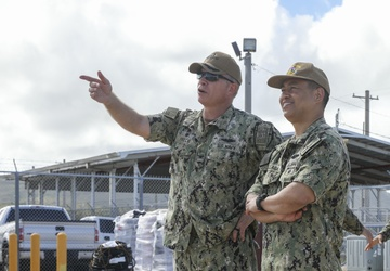 CSG7 Commander visits USS Ohio (SSGN 726) during Guam familiarization trip