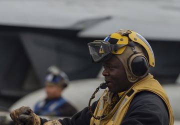 USS Carl Vinson (CVN 70) Sailors Conduct Flight Operations in the Pacific Ocean