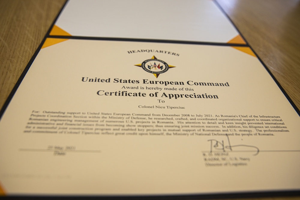Romanian Colonel receives letter of appreciation from United States European Command