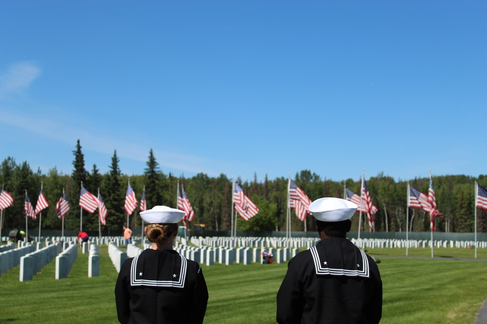 USS Anchorage Sailors Participate in Funeral Honors