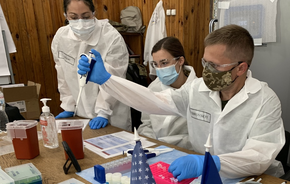 1st Area Medical Laboratory Soldiers train with Ukrainian military doctors