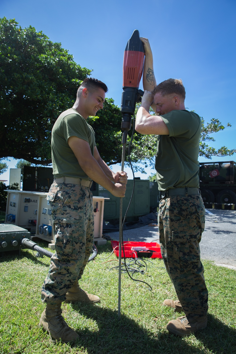 Marines with 7th Comm conduct field training