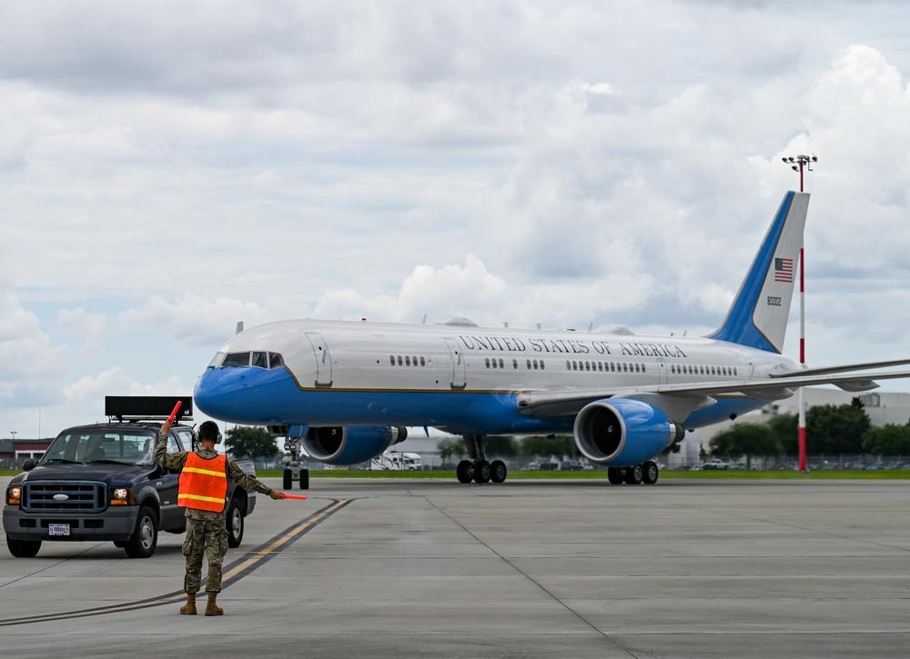 165th AW greets FLOTUS Jill Biden upon arrival to Savannah