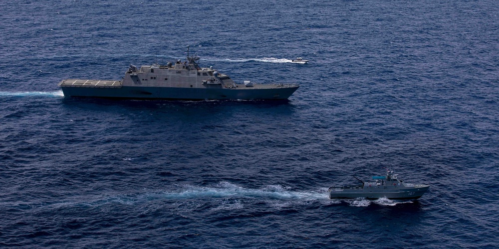 USS Billings Conducts a PASSEX with Dominican Republic