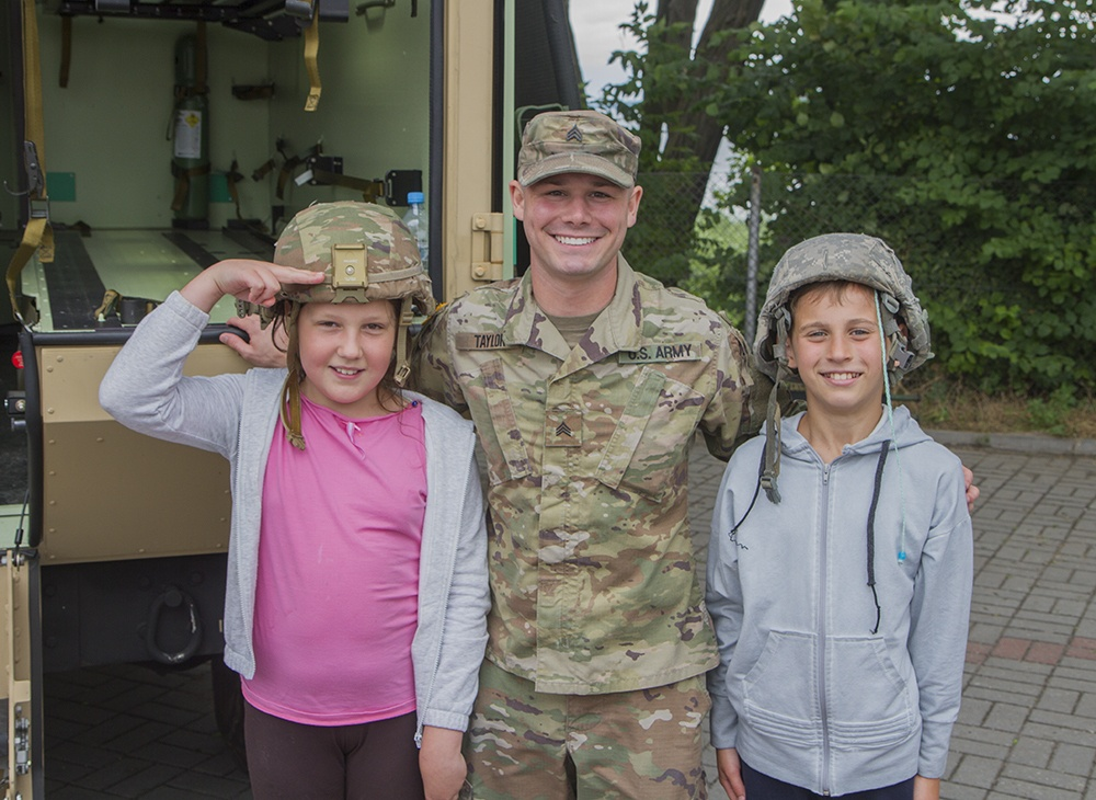 Deployed guardsmen interact with local community at arts and crafts fair in Poland