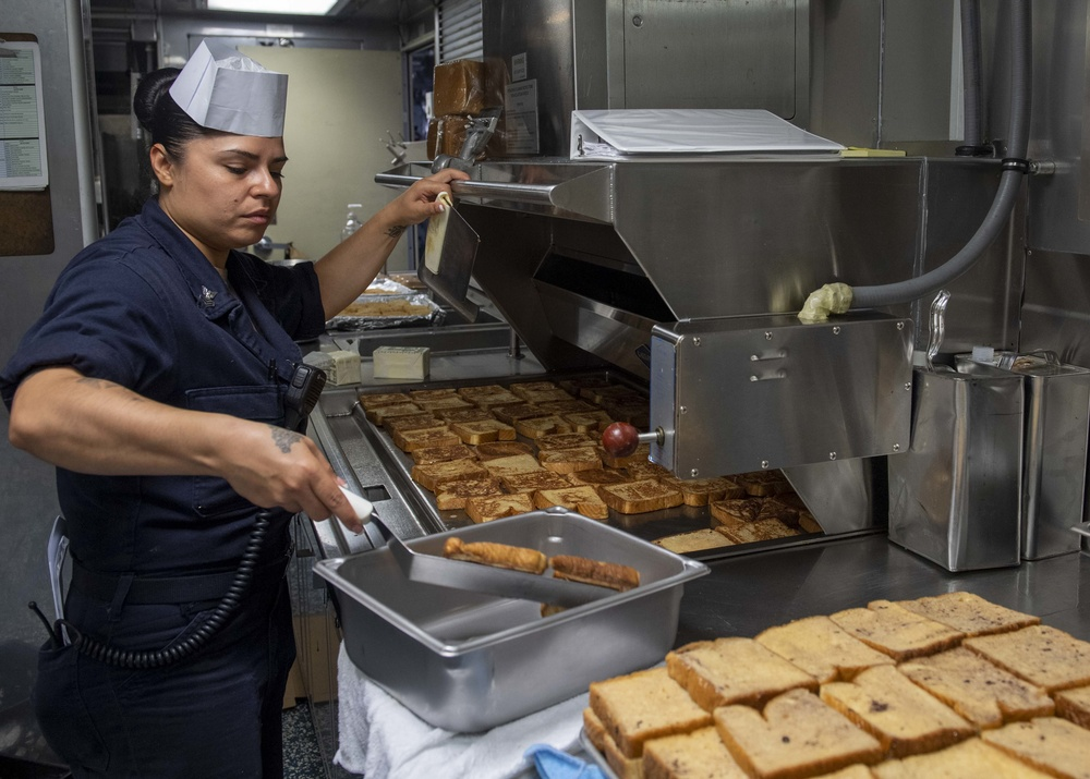USS Jackson (LCS 6) Sailors prepares breakfast
