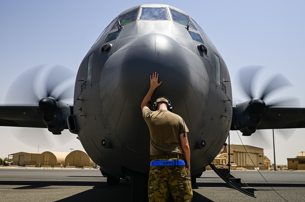 40th EAS bring Tac Air to Mid East