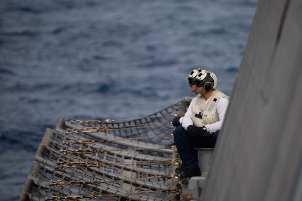 USS Sioux City Sailors Participate in Vertical Replenishment Exercises