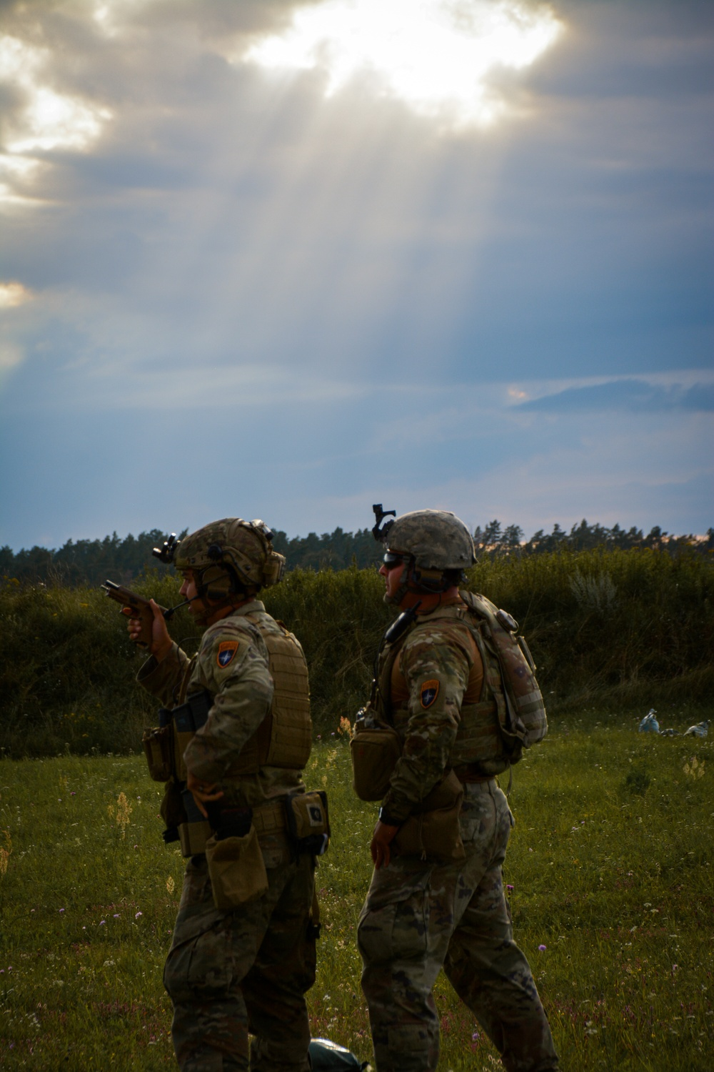 U.S. Army Soldiers find a sunbreak during pistol training.