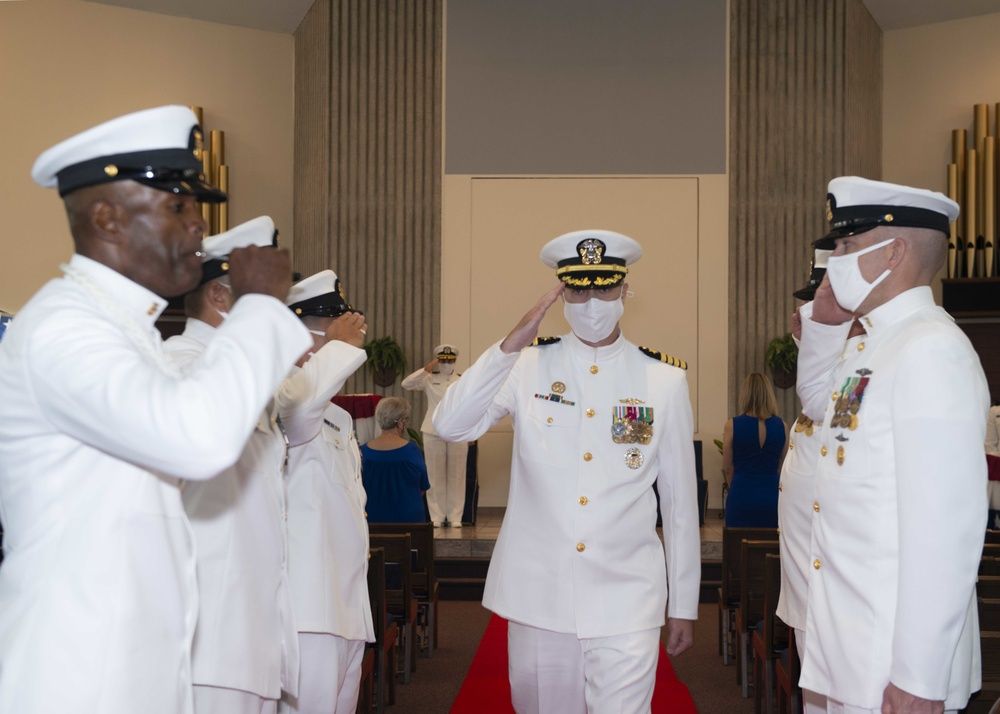 Commander, Submarine Squadron 16 Holds Change of Command