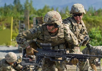 Paratroopers train in support by fire role