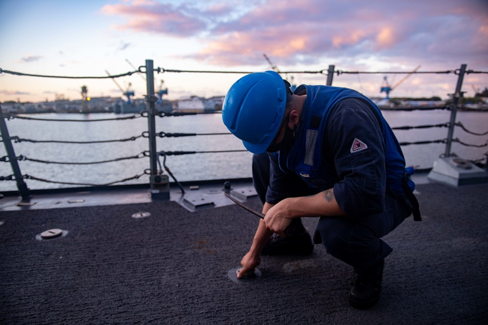 Culinary Specialist Removes Backster Bolts Aboard USS Michael Murphy (DDG 112)