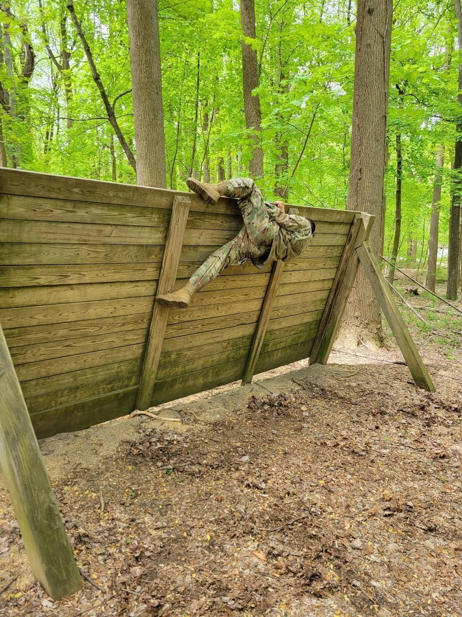 Nuclear Disablement Team officers hone tactical skills at Air Assault School