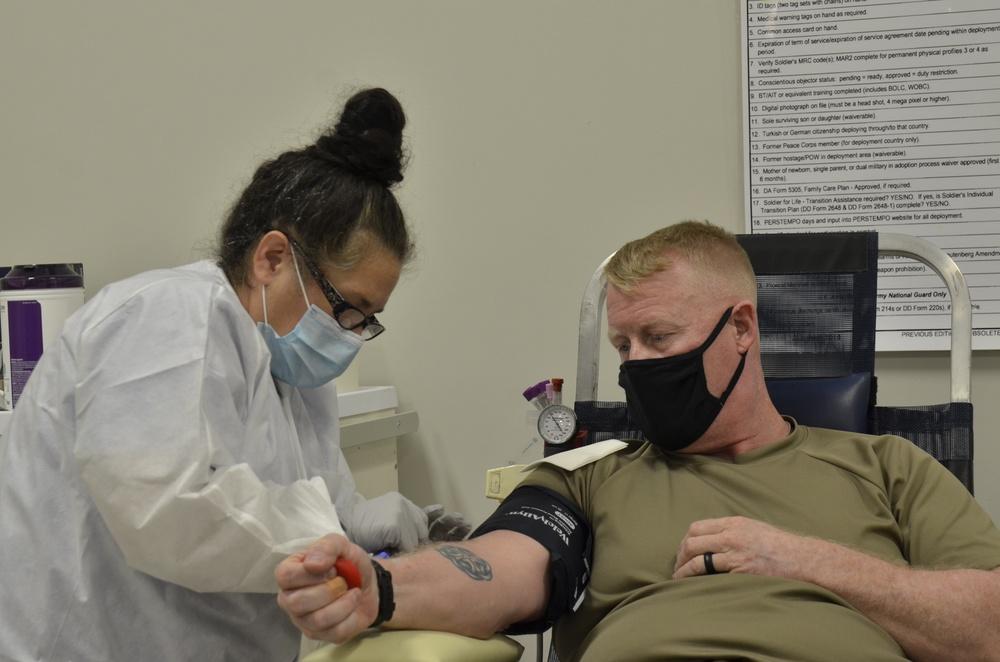 Screaming Eagles donate blood to save lives downrange
