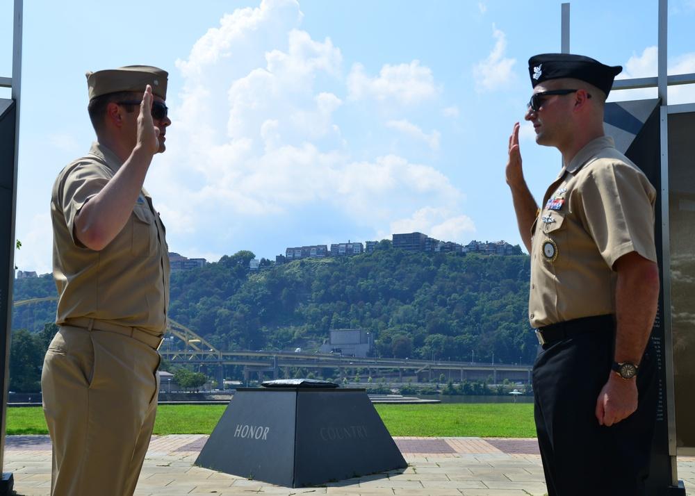 IT1 Hoechstetter Reenliststs at  World War II Memorial