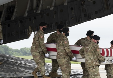 Army Staff Sgt. Knauss honored in dignified transfer Aug. 29