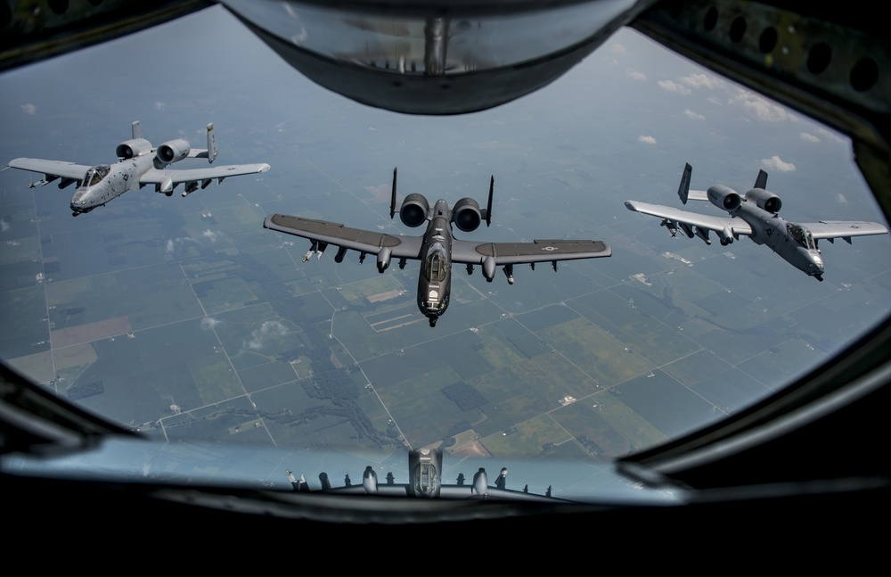 Heritage A-10C refuels during ESGR Bosslift