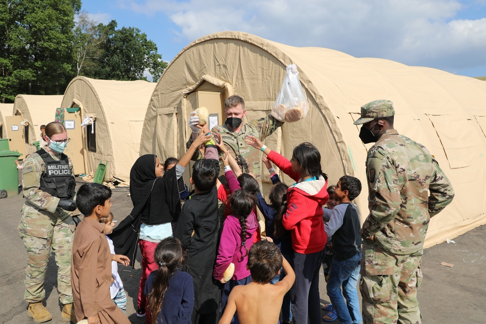 Soldiers from the 21st Theater Sustainment Command work together during Operation Allies Refuge