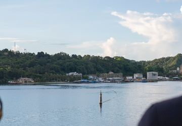 USS Jackson (LCS 6) pulls into Palau