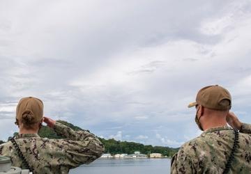 USS Jackson (LCS 6) renders honors