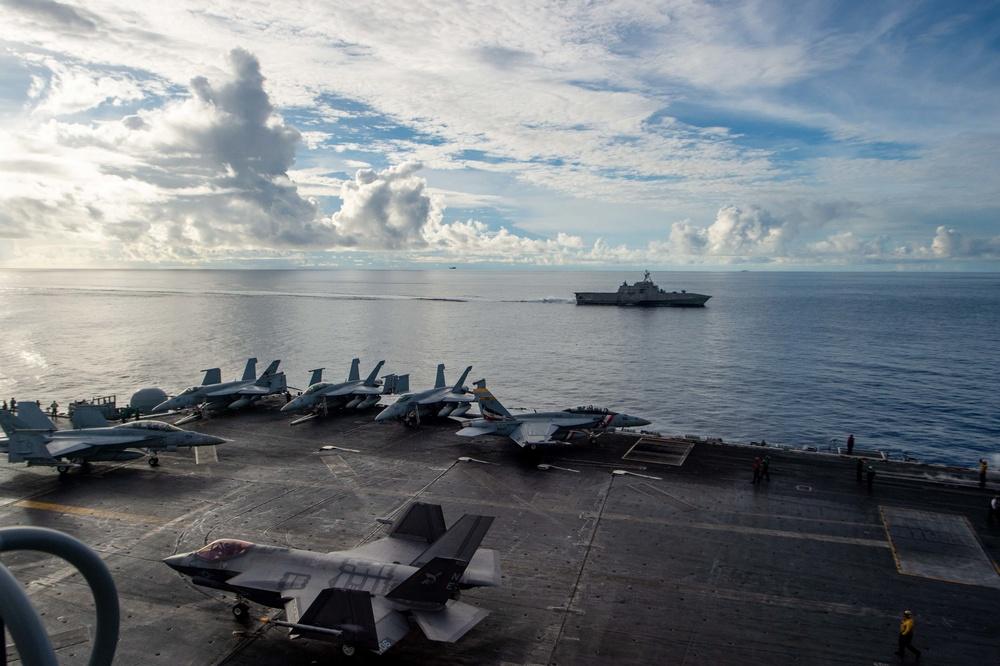 USS Carl Vinson (CVN 70) and USS Tulsa (LCS 16) Transit the South China Sea
