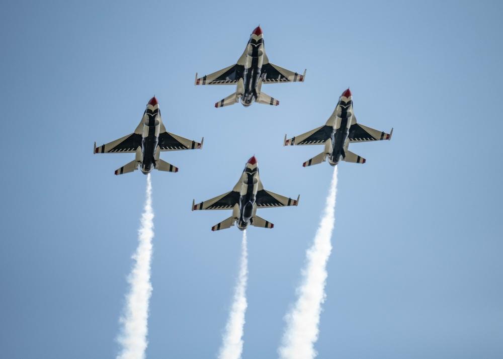 Thunderbirds Rock Cleveland National Air Show