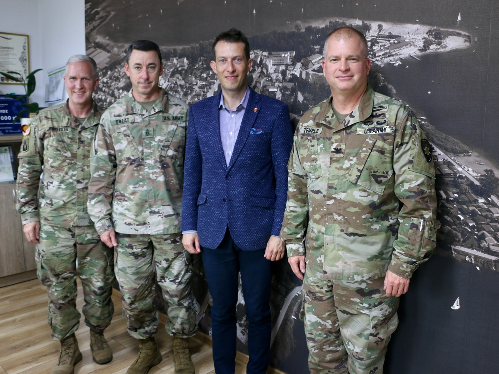 50th Regional Support Group senior leadership meets with local mayor in Poland