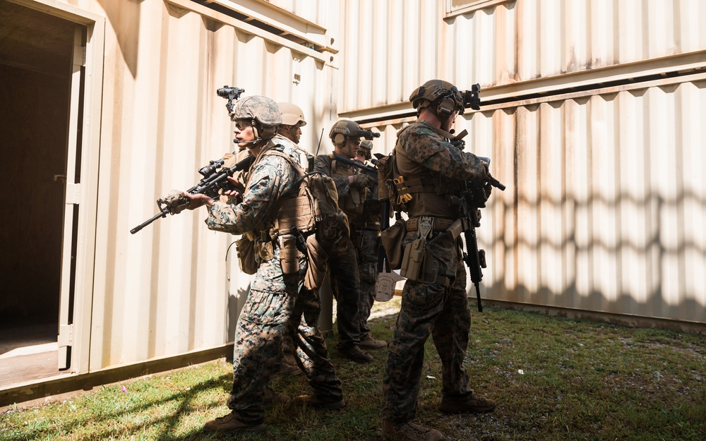 Room Clear: RECON Marines conduct MOUT
