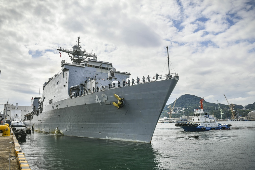 USS Germantown Departs CFAS After 10 Years Forward-Deployed