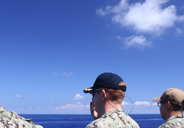 USS Chafee (DDG 90) Render Honors to JS Chōkai (DDG 176)