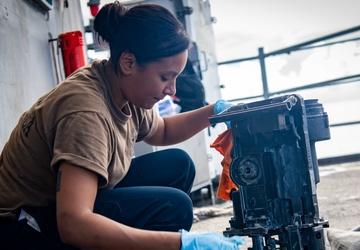 USS Carl Vinson (CVN70) Sailors Conduct Maintenance