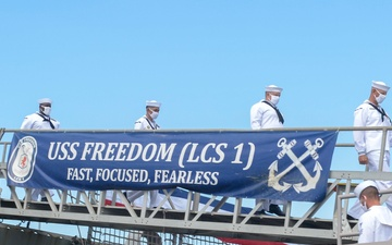 USS Freedom (LCS 1) Holds Decommissioning Ceremony [Image 5 of 5]