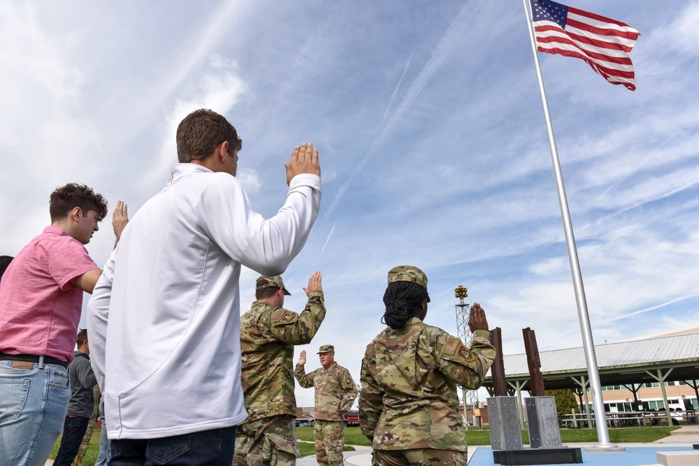 Ohio Assistant Adjutant General for Air administers oath of enlistment