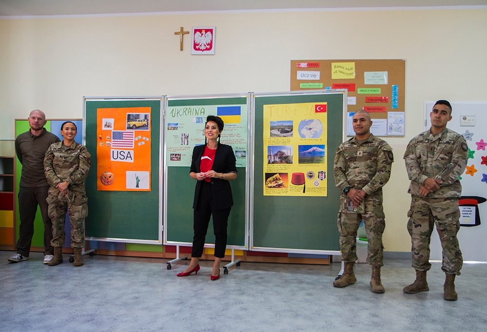 50th Regional Support Group Soldiers visit high school in Witkowo, Poland