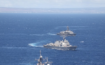Ships Conduct Cooperative Deployment off the Coast of Hawaii [Image 3 of 3]