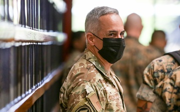 SEAC, Sergeant Major of the Marine Corps visit Parris Island [Image 14 of 14]
