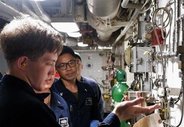 USS Lake Champlain (CG 57) Conducts Engineering Drills