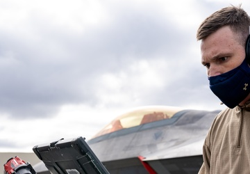 90th AMU blows away F-22 Raptor weapons load competition