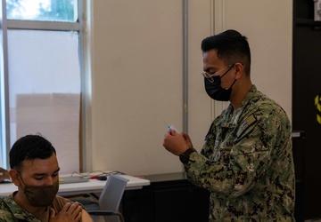 USS Jackson (LCS 6) Sailor Receives Influenza Shot