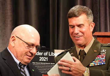 20th CBRNE Command recognizes retired generals with Defender of Liberty Award